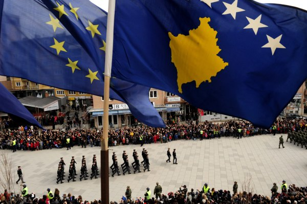 Kosovo Feiert Fünften Jahrestag Seiner Unabhängigkeit