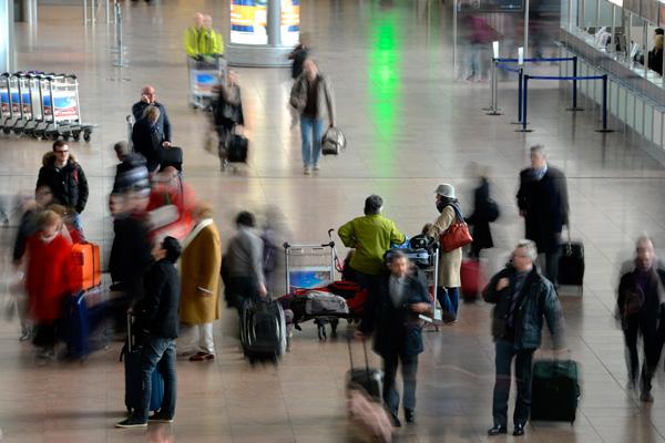 Zwölfjähriger besteigt Flugzeug ohne Vorlage von Ausweis und Ticket