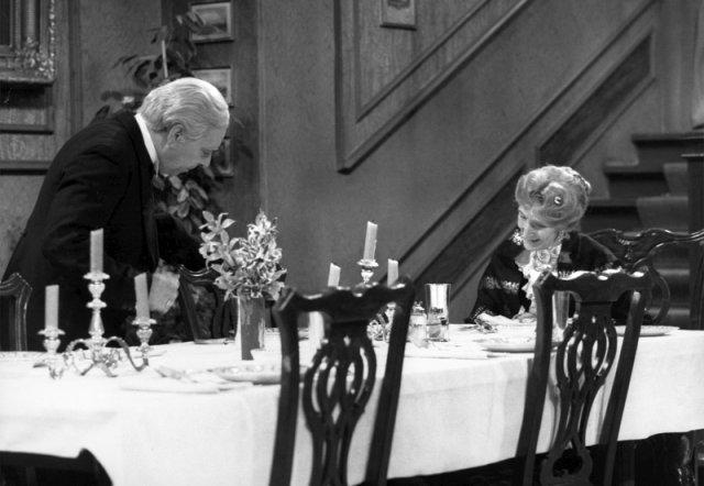 Dinner for One: Freddie Frinton als Diener James und May Warden als alleinspeisende alte Dame Miss Sophie (Bild: Bild: Annemarie Aldag/SWR/NDR)