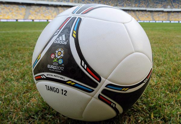 Uefa Keine Em Zweifel Trotz Terror Solidaritat Mit Frankreich