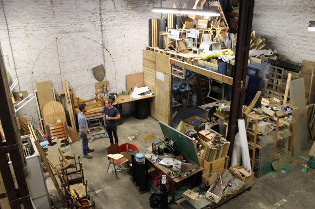 """Upcycling-Projekt """"Microfolies"""": Neue Möbel aus altem Sperrgut"""