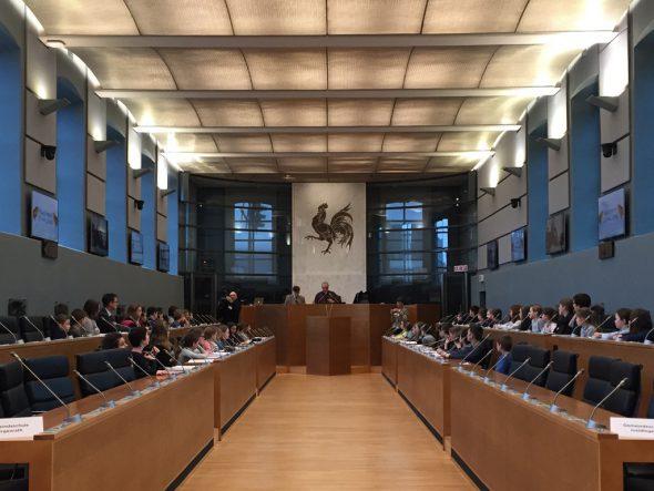 142 Schüler aus der DG zu Gast im Parlament der Wallonie in Namur (21.2.)