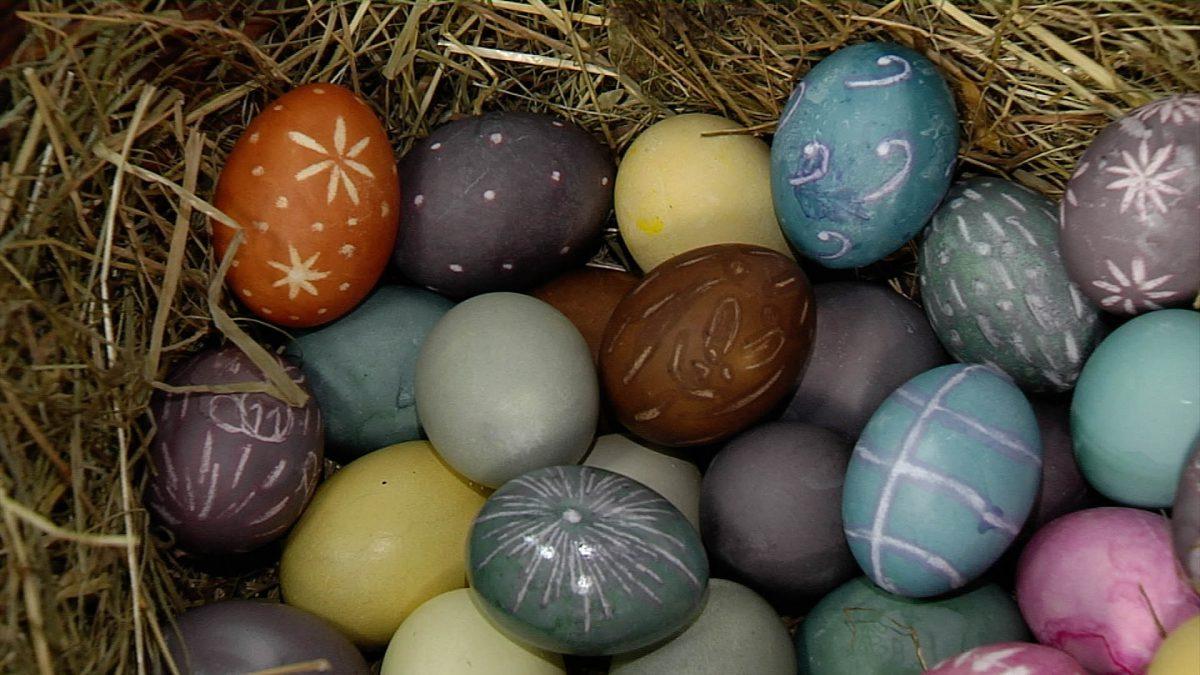 Ostereier färben im Freilichtmuseum Kommern