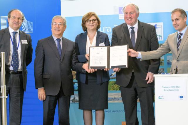 Europäischer Natura-2000-Tag - Vertreter mit der unterzeichneten Erklärung