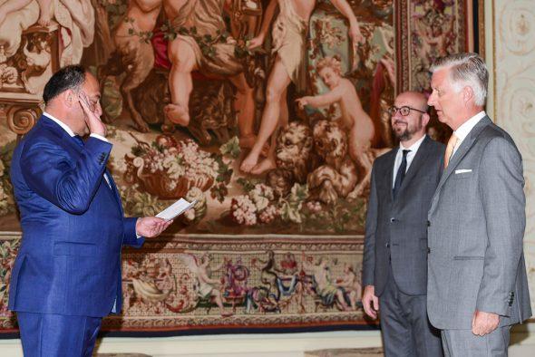 Willy Borsus legt vor König Philippe den Eid auf die Verfassung ab