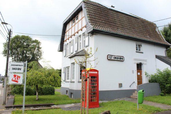 Englische Telefonzelle als Bücherbox in Eynatten