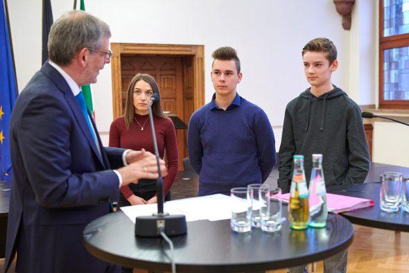 Schüler vom César-Franck-Athenäum Kelmis beim Europäischen Tag der Justiz in Aachen (Bild: Matthias H. Schütz)