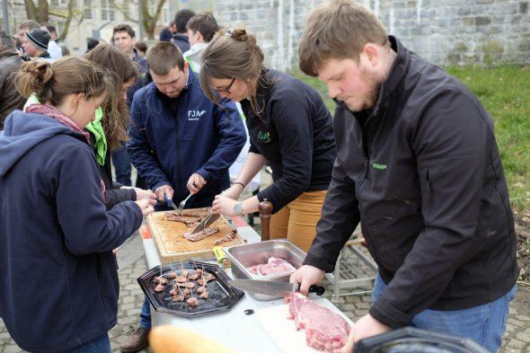 Junglandwirte machen in Namur auf ihre Sache aufmerksam