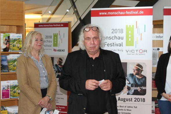 Monschaus Bürgermeisterin Magga Ritter und Festival-Organisator Helmut Lanio