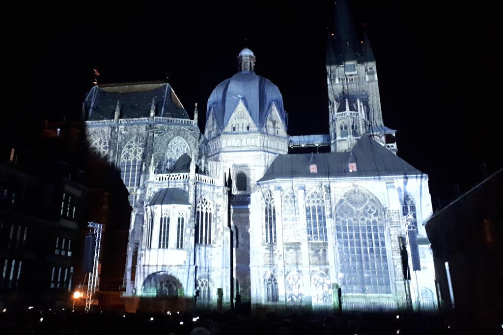 """""""Der Dom leuchtet"""" in Aachen (Bild: Toni Wimmer/BRF)"""