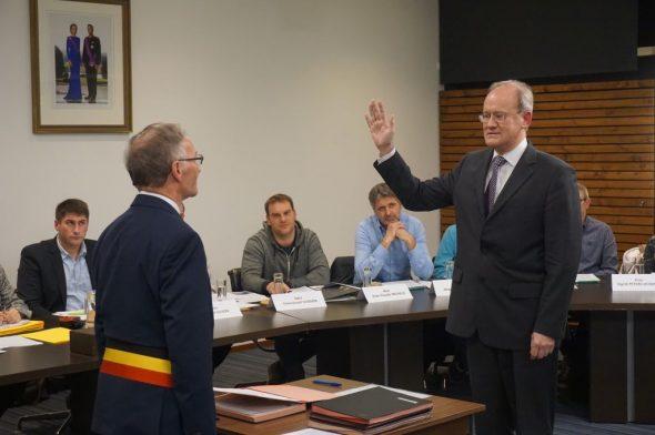 St. Viths neuer Bürgermeister Herbert Grommes bei der Vereidigung