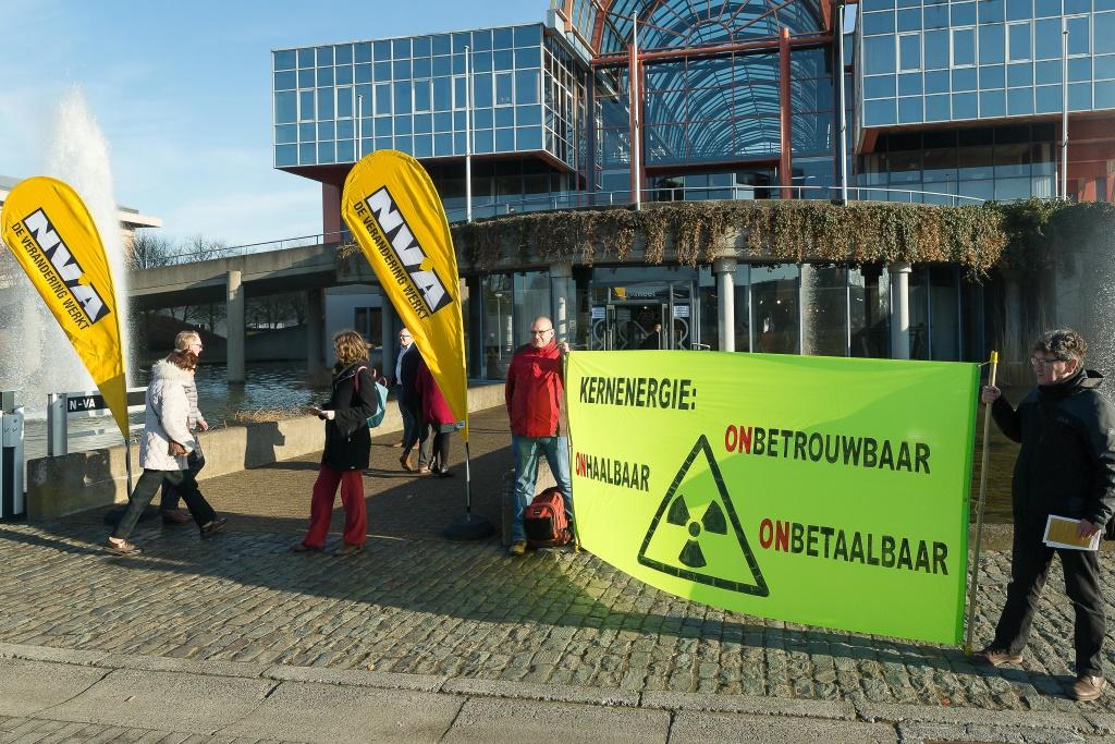 N-VA-Parteikongress: Demonstration vor dem Eingang zur Kongresshalle in Gent