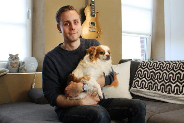 Thierry Dodémont und Chihuahua Wilson (Bild: Melanie Ganser/BRF)