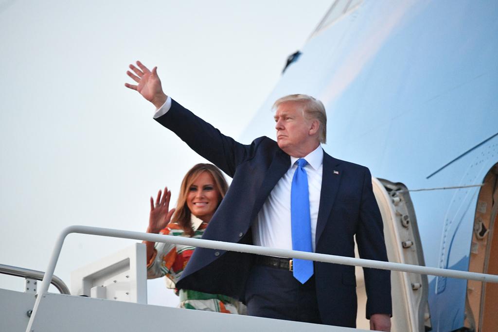 US-Präsident Donald Trump und First Lady Melania kurz vor ihrem Abflug nach Großbritannien (Bild: Mandel Ngan/AFP)