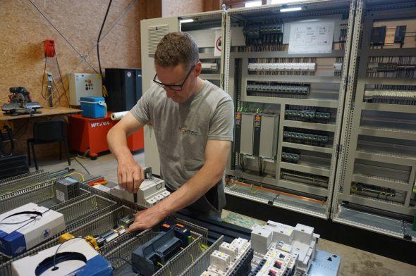 Industrieingenieur Pascal Lenz (Foto: Stephan Pesch/BRF)
