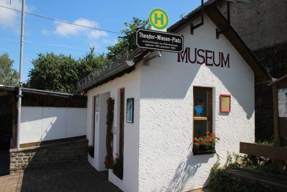 Museum in der Wartehalle Welchenhausen (Bild: Michaela Brück/BRF)