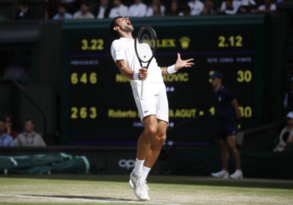 Novak Djokovic steht im Finale von Wimbledon (Bild: Carl Recine/Pool/AFP)