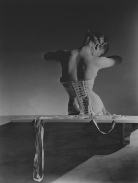 Horst P. Horst: Mainbocher Corset, Paris, 1939 ©Horst Estate/Conde Nast