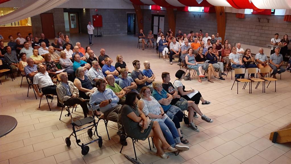 Infoversammlung zu Sonnenhof-Projekt in Lontzen (Bild: Volker Krings/BRF)