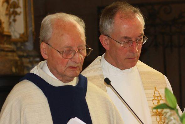Josef Pankert bei der Feier seines 65. Priesterjubiläums im Juli 2018 mit Dechant Helmut Schmitz (Bild: Helmut Dericum)