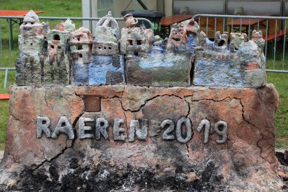 Burg-Skulpturen der Kinder der vier Raerener Grundschulen (Bild: Olivier Krickel/BRF)