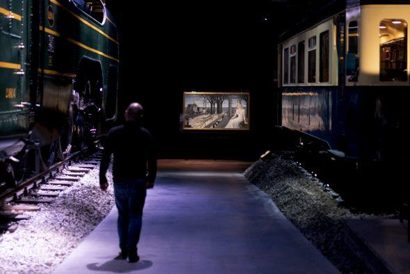 """Ausstellung """"Paul Delvaux, l'homme qui aimait les trains"""" im Museum Train World (Bild: Kenzo Tfribouillard/AFP)"""