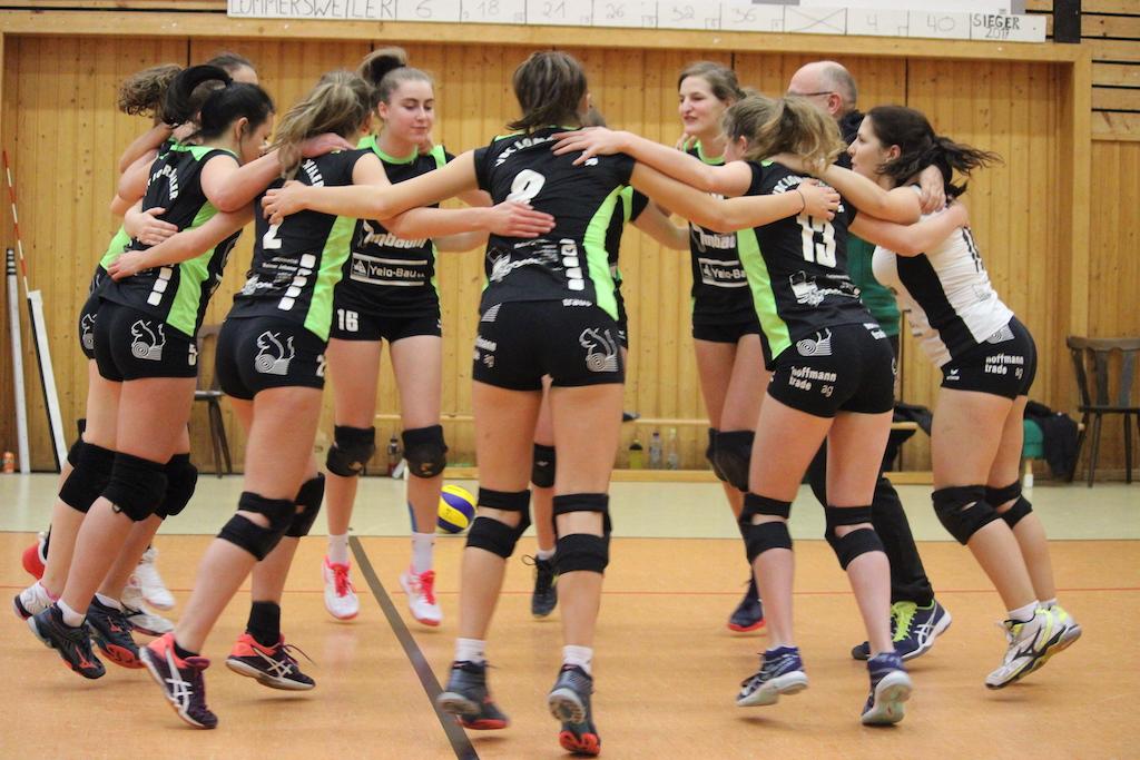 VBC Damen feiern ihren Sieg über Athena (Bild: Robin Emonts/BRF)