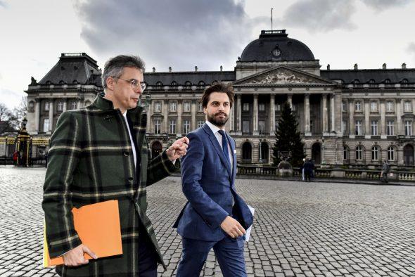 Georges-Louis Bouchez und Joachim Coens vor dem Königspalast in Brüssel (Bild: Dirk Waem/Belga)