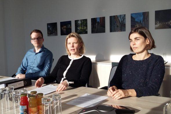 Pressekonferenz mit Benoît Pesch vom Umweltdienst der Stadt Eupen, Bürgermeisterin Claudia Niessen und Schöffin Catherine Brüll (Bild: Chantal Delhez/BRF)