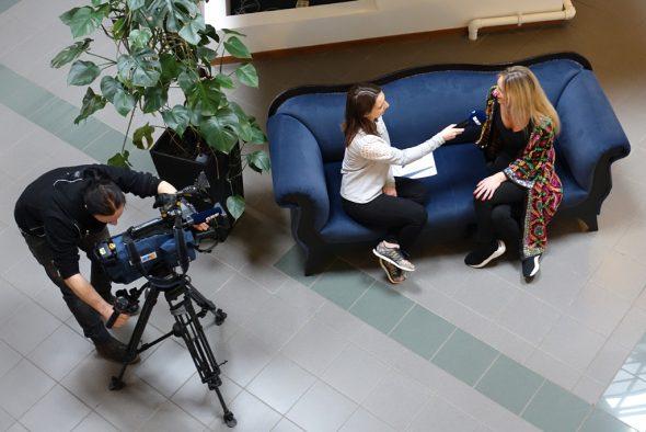 Céline Scheen im Interview mit BRF-Reporterin Raffaela Schaus (Bild: Melanie Ganser/BRF)