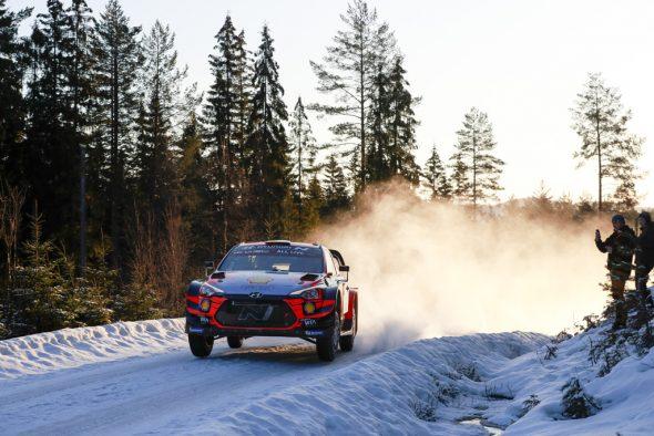 Thierry Neuville/Nicolas Gilsoul bei der Rallye Schweden am Freitag (Bild: Austral/Hyundai Motorsport)