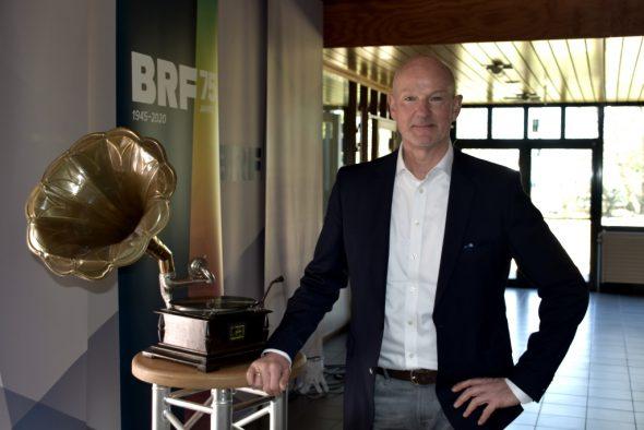 """Andreas Ryll hat die Ausstellung """"75 Jahre BRF - 75 Jahre Musik"""" zusammengestellt (Bild: Chantal Scheuren/BRF)"""