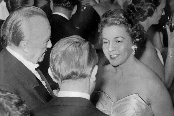 Irene Janetzky 1956 mit Konrad Adenauer und Walter Hallstein (Bild: BRF-Archiv)
