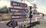 Überpinselte Ortsschilder (aus einer BRT-Sendung, Quelle: Grenzerfahrungen, Band fünf)