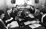 Elefantenrunde 1977 (v.l.n.r.): Bernd Gentges (PFF), Fred Evers (PFF), Albert Daulne (SP), Ferdi Dupont (SP), Peter Thomas (BRF), Karl-Joseph Drösch (BRF), Albert Gehlen (CSP), Willy Schyns (CSP), Lorenz Paasch (PDB) (Aus: 60 Jahre BRF, S. 178)