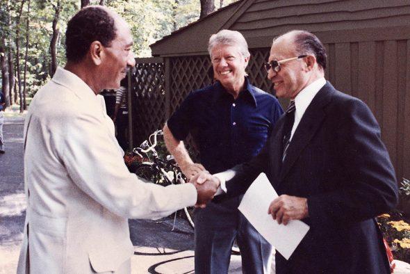 von links: as-Sadat, Carter und Begin in Camp David (Bild: EPA)