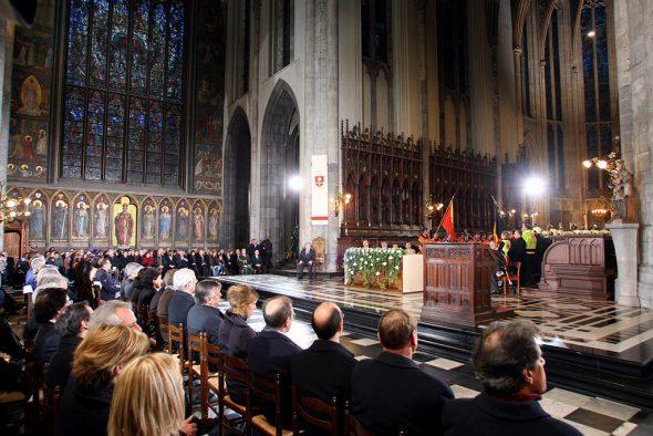 Trauerfeier nach der Gasexplosion in Lüttich (Bild: Michel Krakowski/Belga)