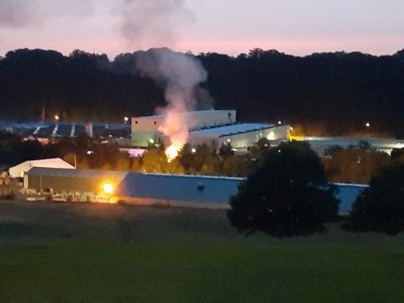 Brand im Schaumwerk des Eupener Kabelwerks (Bild: Kurt Andres/BRF)