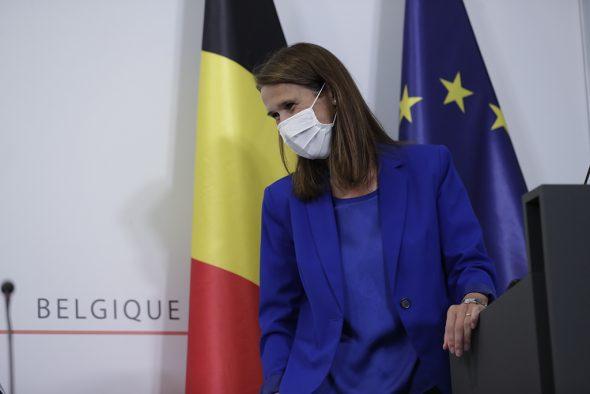 Premier Sophie Wilmès kurz vor Beginn der Pressekonferenz nach dem Nationalen Sicherheitsrat am 23.9. (Bild: Olivier Hoslet/Belga)