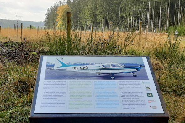 Hohes Venn: Gedenktafel erinnert an Flugzeugunglück vor 50 Jahren (Bild: Michaela Brück/BRF)