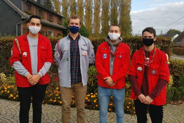 Die Pfadfinder Herbesthal liefern Einkäufe nach Hause: Noah Rompen, Hendrik Loewenau, Patrick Gerkens und Florian Houben