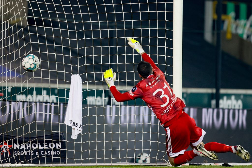 Eupen's goalkeeper Theo Defourny cannot catch the ball during a soccer match between Cercle Brugge and KAS Eupen, Saturday 09 January 2021 in Brugge, on the advanced day thirty of the 'Jupiler Pro League' first division of the Belgian championship. BELGA PHOTO BRUNO FAHY