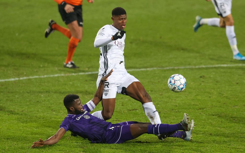 Anderlecht's Kemar Lawrence makes a red card fault on Eupen's Emmanuel Agbadou and during a soccer match between KAS Eupen and RSC Anderlecht, Friday 15 January 2021 in Eupen, on day 20 of the 'Jupiler Pro League' first division of the Belgian championship. BELGA PHOTO VIRGINIE LEFOUR