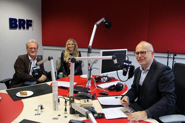 Uwe Hübner (l.), Schlager-Sängerin Vivien Gold und Horst Senker (Bild: Chantal Scheuren/BRF)