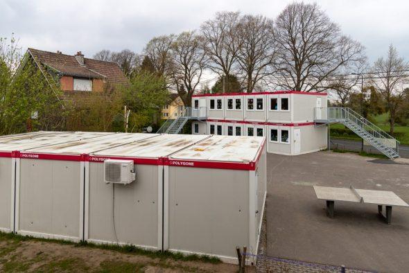 Klassencontainer an der Schule Lichtenbusch (Bild: Olivier Krickel/BRF)