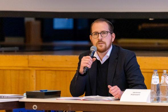 Raerens Bürgermeister Jérôme Franssen (Bild: Olivier Krickel/BRF)