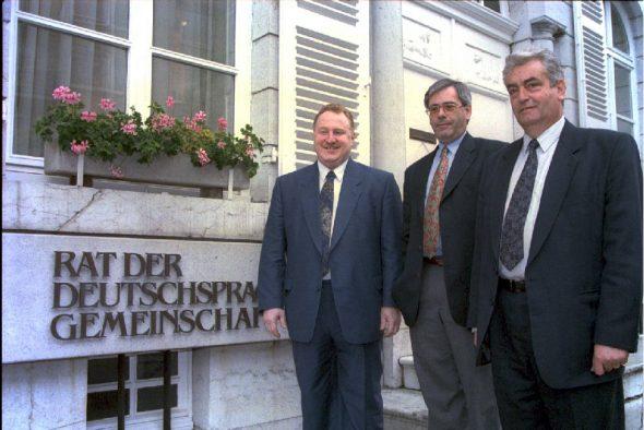 DG-Regierung 1995: Karl-Heinz Lambertz, Ministerpräsident Joseph Maraite und Wilfred Schröder (Bild: Belga)