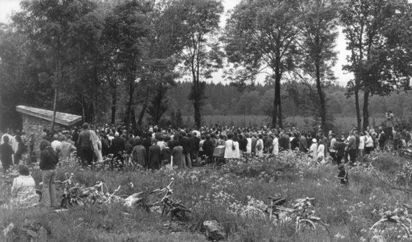 Einweihung der Waldkapelle am 11. Juni 1973: Über 500 Gäste nahmen damals an der Feier teil (Quelle: Christoph Heeren)