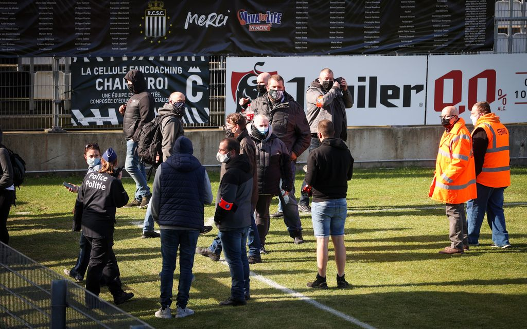 Charleroi's supporters pictured on the grass pitch before a soccer match between Sporting Charleroi and KAS Eupen, Saturday 17 April 2021 in Charleroi, on the 34th and last day of the regular season of the 'Jupiler Pro League' first division of the Belgian championship. BELGA PHOTO VIRGINIE LEFOUR