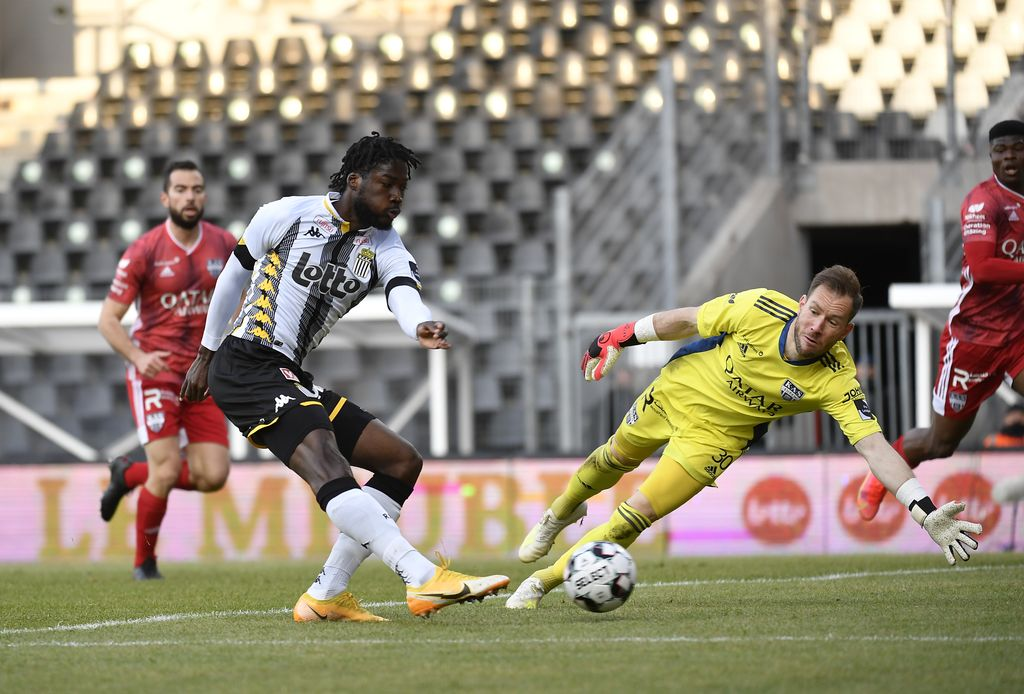 Charleroi's Shamar Nicholson in action at a soccer match between Sporting Charleroi and KAS Eupen, Saturday 17 April 2021 in Charleroi, on the 34th and last day of the regular season of the 'Jupiler Pro League' first division of the Belgian championship. BELGA PHOTO JOHN THYS
